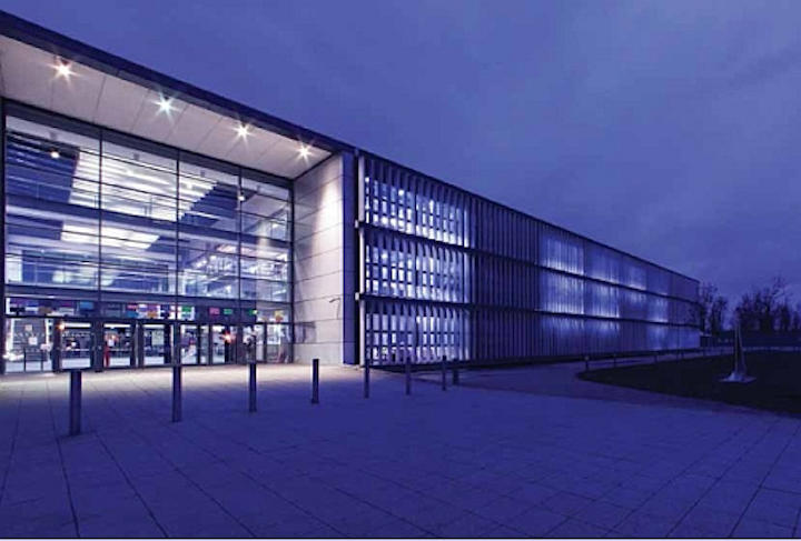 LED lighting and controls save London school EUR 25,000 annually