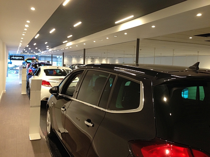 Reggiani solid-state lighting brings brilliance, flexibility to BMW and Vauxhall auto showrooms