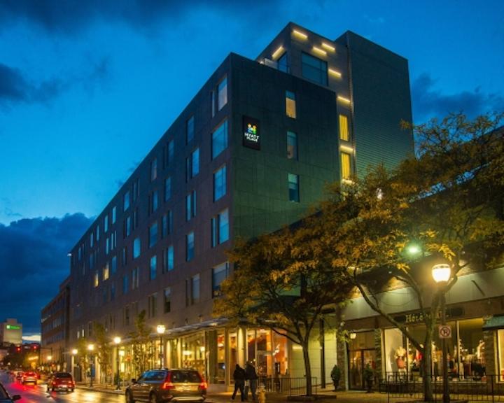 iLight Plexineon luminaires define hotel facade with LED lighting in Portland, Maine