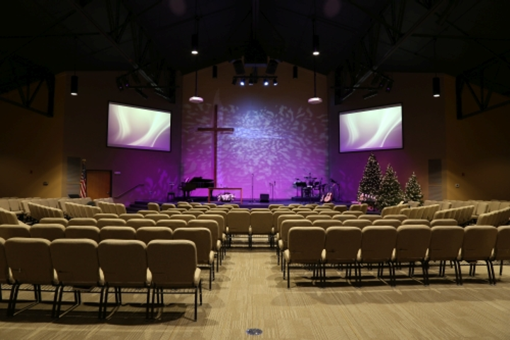 Philips Entertainment LED lighting and controls create dynamic scene for Centennial Covenant Church