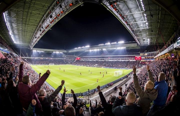 Dutch soccer champs turn on LED sports lighting