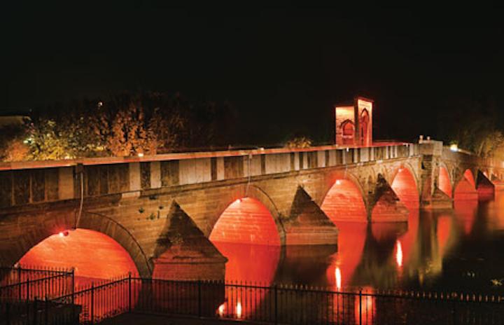 Philips LED fixtures reveal architecture of Turkey's Tunca Bridge