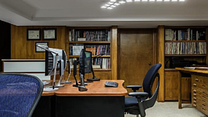 DOE Gateway demonstration tests OLED lighting in an office setting