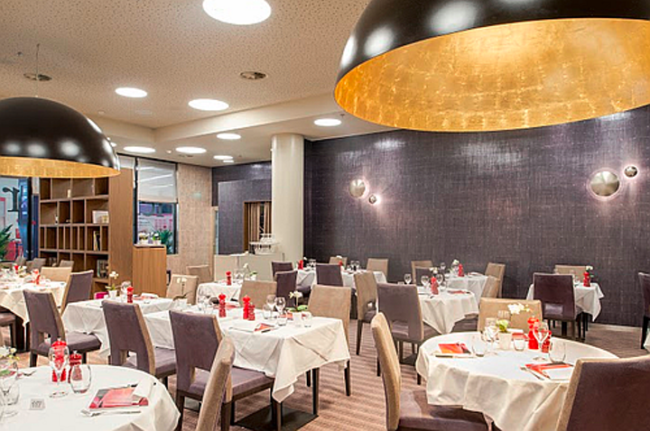 Stefano Dall'osso team emphasizes space with LED lighting in restaurant project