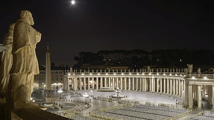 Osram lights St. Peter's Square with customized LED floodlights