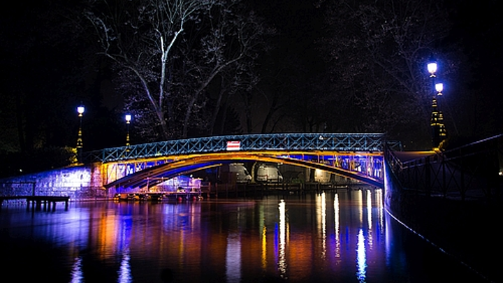 LEC Lyon lights Annecy's Lovers' Bridge with networked LED lighting system