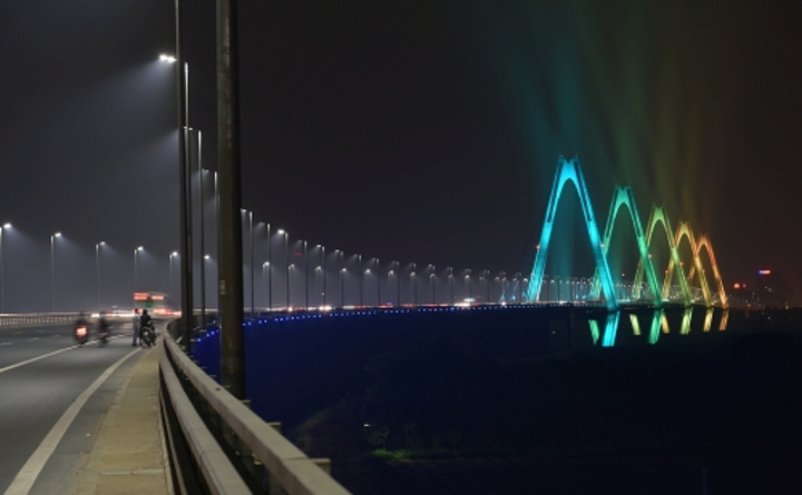 Philips architectural lighting turns modern Hanoi bridge into a colorful LED light display