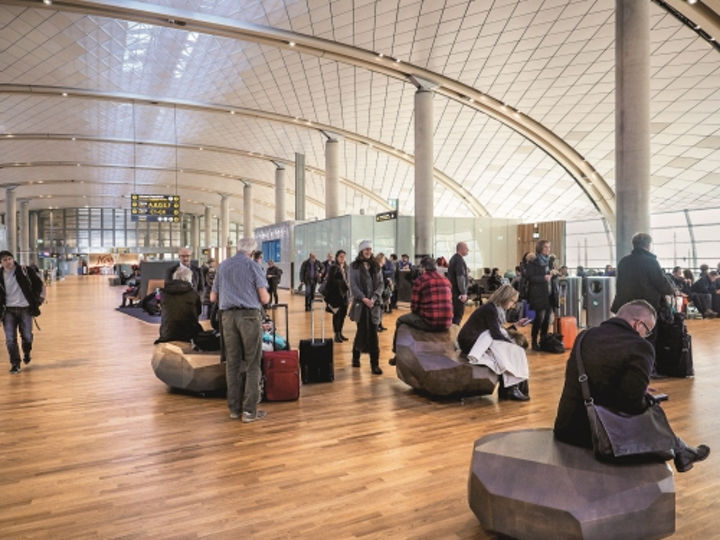 Luminaires at new Oslo Airport terminal automatically adjust