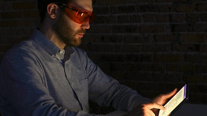 LRC study shows changing a gadget's nighttime screen hue makes no difference to sleep