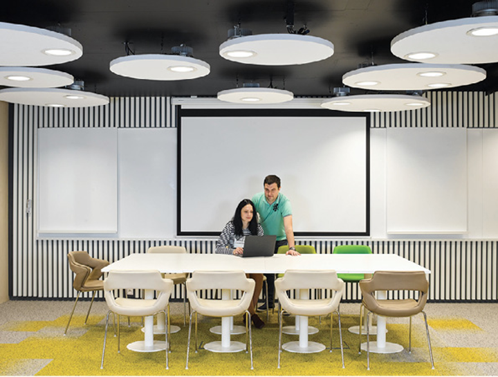 Human-centric lighting boosts productivity in this Prague office building (MAGAZINE)