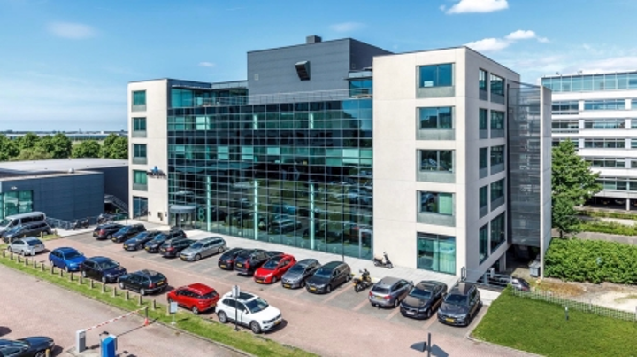 How smart lighting helped property giant CBRE figure out expansion plans