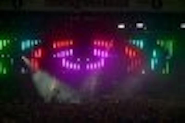 Content Dam Leds En Articles 2004 11 Led Battens Provide Stage Backgrounds For Concerts Leftcolumn Article Thumbnailimage File