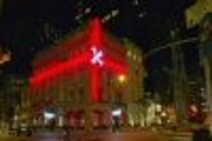 Content Dam Leds En Articles 2004 12 Cartier Building Gets Led Holiday Wrapping And Led Tiaras Leftcolumn Article Thumbnailimage File