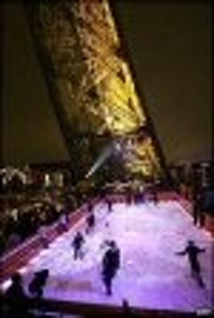 Content Dam Leds En Articles 2004 12 Leds Illuminate Eiffel Tower Skating Rink Leftcolumn Article Thumbnailimage File