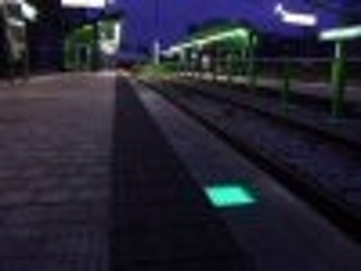 Content Dam Leds En Articles 2005 01 Case Study Safety Lighting For Prague Tram Stations Leftcolumn Article Thumbnailimage File
