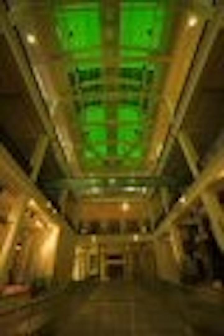 Content Dam Leds En Articles 2005 08 I Vision Lights Roof Of London S Science Museum Leftcolumn Article Thumbnailimage File