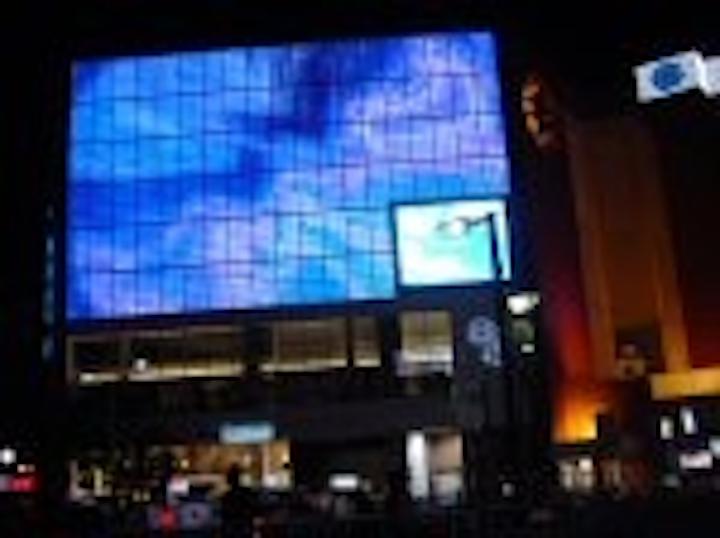 Content Dam Leds En Articles 2005 08 Largest Ever Colour Tramp Lights Up Pachinko Center Leftcolumn Article Thumbnailimage File