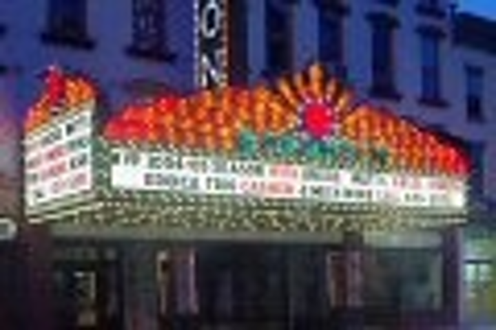 Content Dam Leds En Articles 2005 08 Leds Bulbs Headline At Historic Theater In Ny State Leftcolumn Article Thumbnailimage File