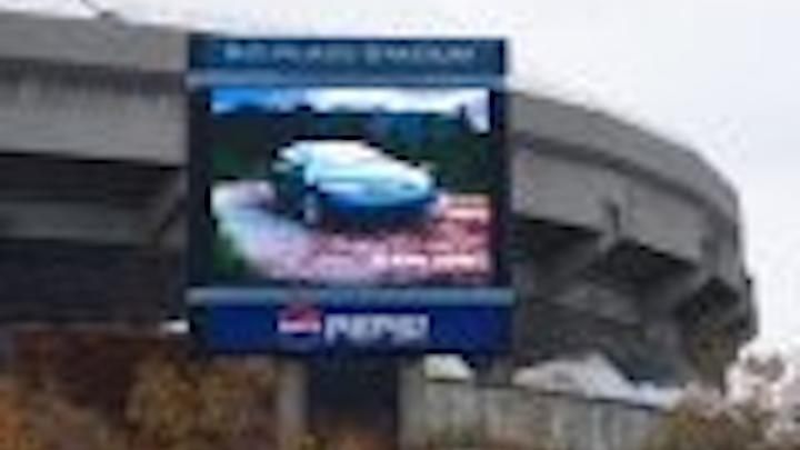 Content Dam Leds En Articles 2005 12 Displays Billboard Video New Daktronics Installations Leftcolumn Article Thumbnailimage File