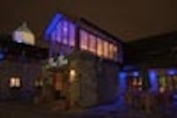 Content Dam Leds En Articles 2006 02 I Vision Lights Historic Courtyard Hotel Leftcolumn Article Thumbnailimage File