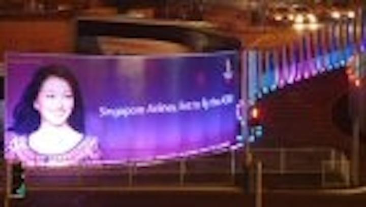 Content Dam Leds En Articles 2006 09 Chamaeleon Leds Illuminate Heathrow Advertising Sign Leftcolumn Article Thumbnailimage File