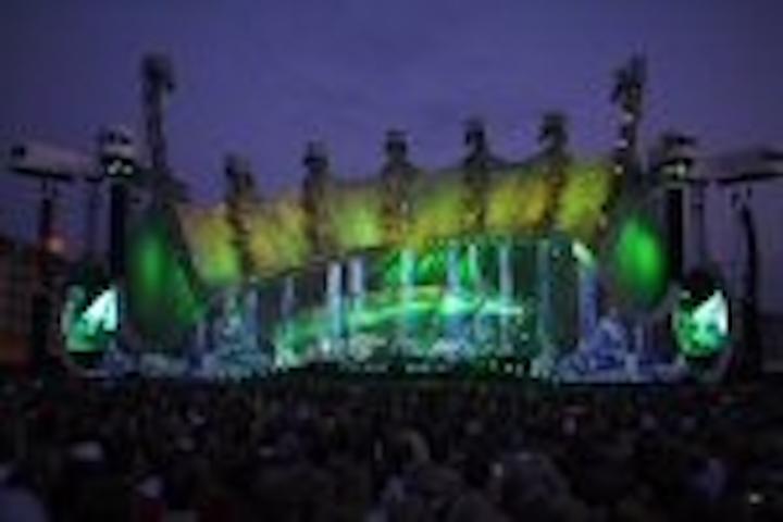 Content Dam Leds En Articles 2007 07 Genesis Concert Backdrop Uses 9 Million Leds Leftcolumn Article Thumbnailimage File