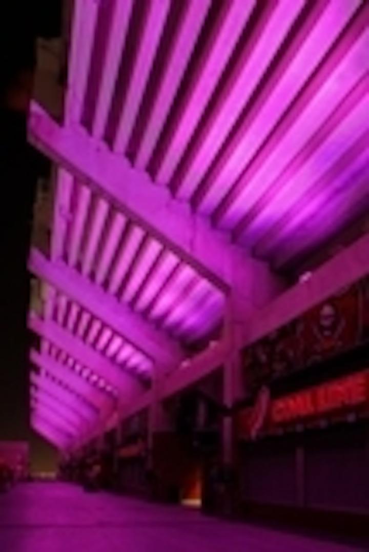 Content Dam Leds En Articles 2009 01 Philips Lamps Make Super Bowl Celebration Glow With Energy Efficiency Leftcolumn Article Thumbnailimage File