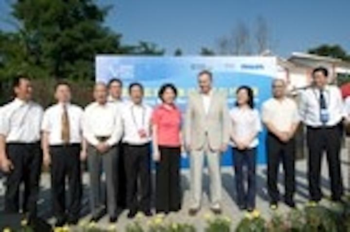 Content Dam Leds En Articles 2010 08 Philips Joins 1000 Village Solar Led Lighting Program Leftcolumn Article Thumbnailimage File