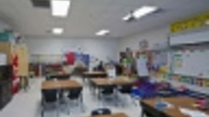 Content Dam Leds En Articles Iif 2013 04 Acuity Lighting And Controls Slash Energy Use In San Antonio School Leftcolumn Article Thumbnailimage File