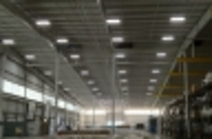 Content Dam Leds En Articles Iif 2013 09 Ge Lighting Supplies T5 Fluorescent System To Replace Mh In Trucking Warehouse Leftcolumn Article Thumbnailimage File