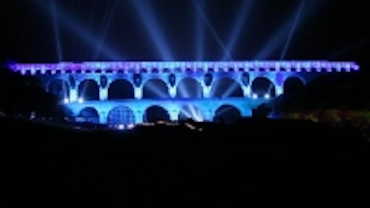 Content Dam Leds En Ugc 2006 07 Le Pont Du Gard Hosts Led Pixelline Extravaganza Leftcolumn Article Thumbnailimage File