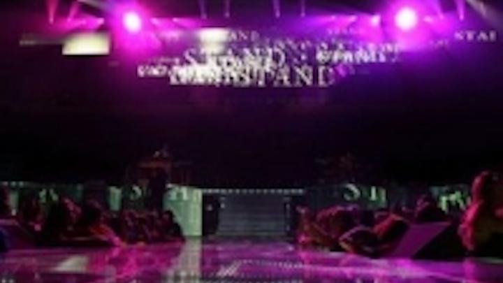 Content Dam Leds En Ugc 2007 10 Barco Leds Dress Rascal Flatts Still Feels Good Tour Leftcolumn Article Thumbnailimage File