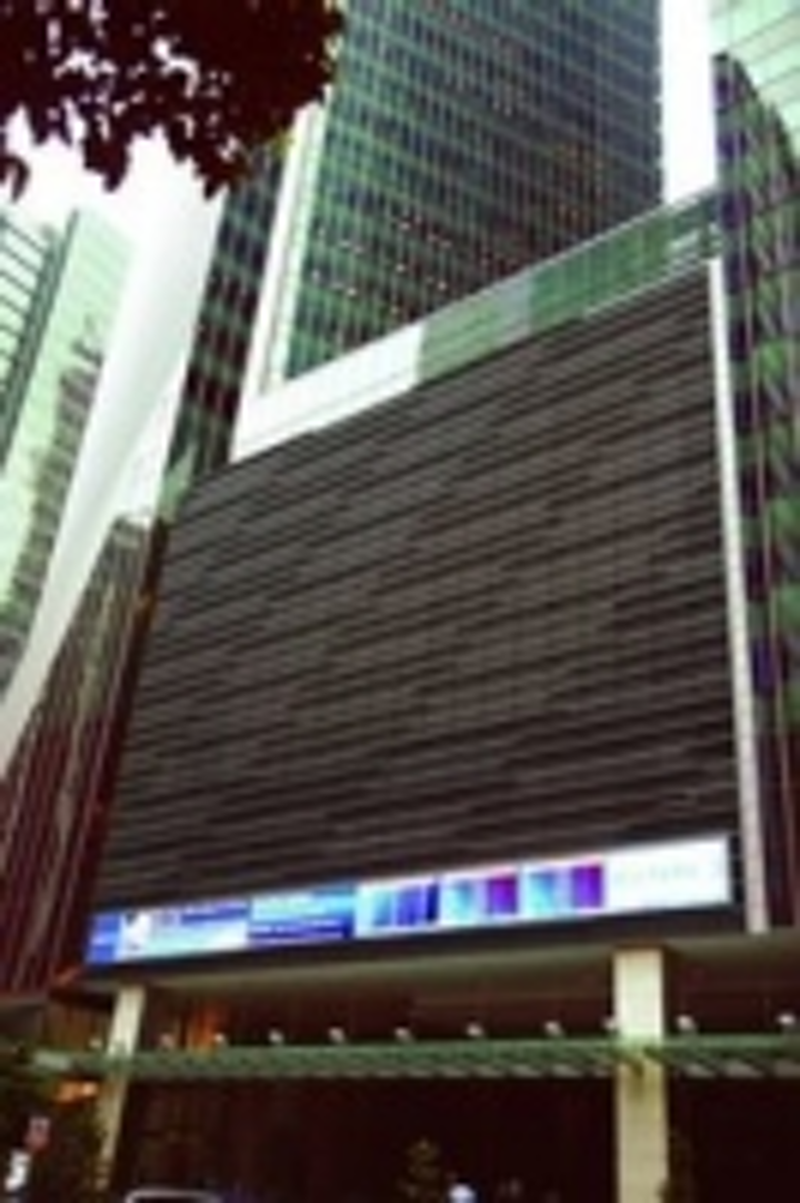 Content Dam Leds En Ugc 2007 12 Reuters Singapore Displays Breaking News On Barco Outdoor Led Screen Leftcolumn Article Thumbnailimage File
