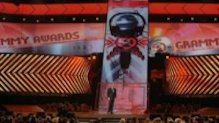Content Dam Leds En Ugc 2008 02 Element Labs Versa Tubes Provide Breath Taking Backdrop At Grammy Awards Leftcolumn Article Thumbnailimage File