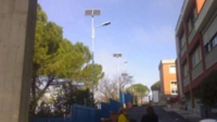 Content Dam Leds En Ugc 2008 05 Bbe Led Supplies Solar Led Streetlight In Rome Italy Leftcolumn Article Thumbnailimage File