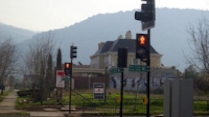 Content Dam Leds En Ugc 2008 08 Bbe Retrofits Led Traffic Lights In Santiago Chile Leftcolumn Article Thumbnailimage File