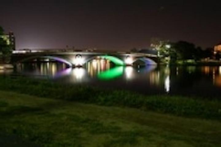 Content Dam Leds En Ugc 2008 09 Luminus Devices Lights Footbridge In Cambridge Mass With Leds Leftcolumn Article Thumbnailimage File