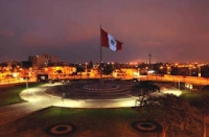 Content Dam Leds En Ugc 2008 09 Sol Inc Illuminates National Flag Plaza In Lima Peru With New Illumibrite Led Area Lighting Solution Leftcolumn Article Thumbnailimage File