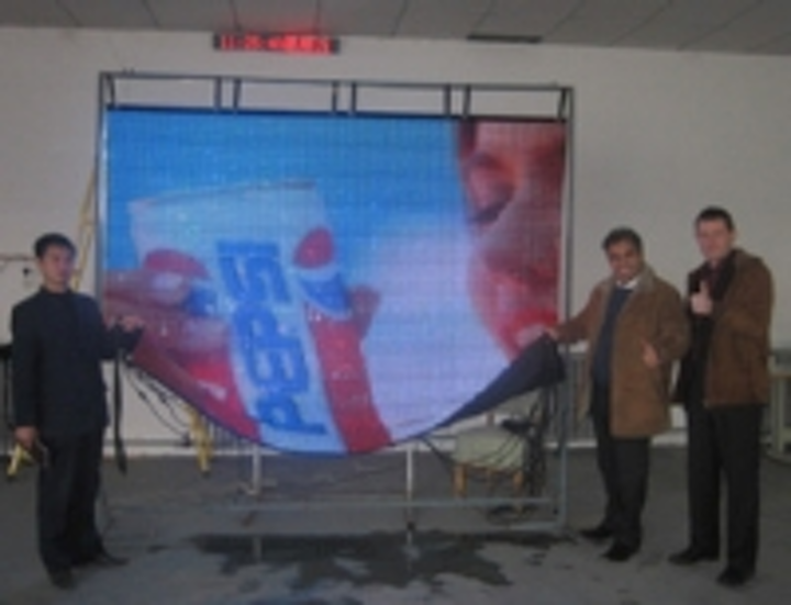 Content Dam Leds En Ugc 2008 12 Beijing Huasun S Flexible Led Curtain Soft Led Display Leftcolumn Article Thumbnailimage File