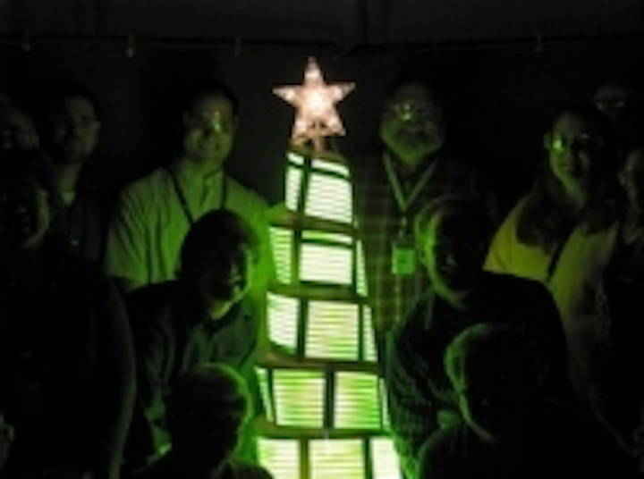 Content Dam Leds En Ugc 2008 12 Ge Scientists Display First Ever Oled Christmas Tree Leftcolumn Article Thumbnailimage File