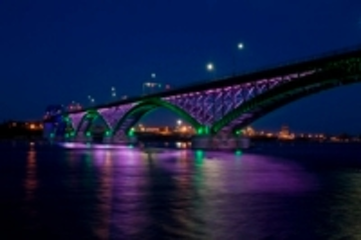 Content Dam Leds En Ugc 2009 06 Peace Bridge Between Canada And Us Shines With Philips Led Lighting Leftcolumn Article Thumbnailimage File