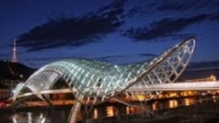 Content Dam Leds En Ugc 2010 09 Pharos White Leds Illuminate Bridge Of Peace Leftcolumn Article Thumbnailimage File