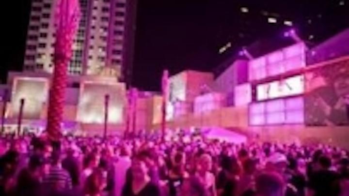 Content Dam Leds En Ugc 2010 10 Nfl S Saints Martin Exterior 400 Reign At Champions Square Leftcolumn Article Thumbnailimage File