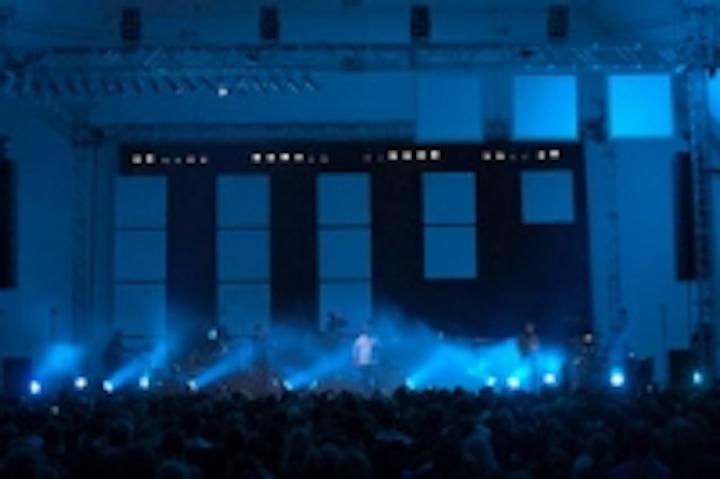 Content Dam Leds En Ugc 2011 04 Robe Robin 600 Ledwashes For Sohne Mannheims Tour Leftcolumn Article Thumbnailimage File