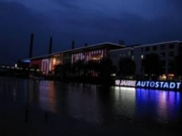 Content Dam Leds En Ugc 2011 06 Leds Provide Facelift For Volkswagen S Autostadt Visitor Centre Leftcolumn Article Thumbnailimage File
