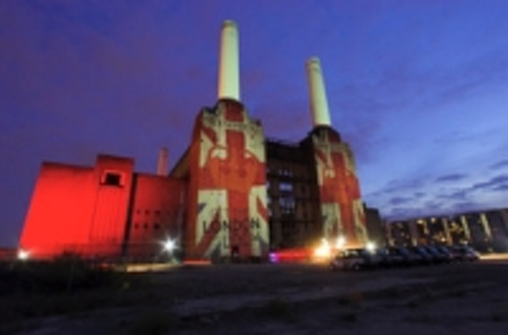 Content Dam Leds En Ugc 2011 09 Iconic Show For Robe At Battersea Power Station Leftcolumn Article Thumbnailimage File