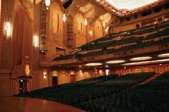 Content Dam Leds En Ugc 2012 05 Massive Energy Savings For Us Theatre With Etc Selador Led Fixtures Leftcolumn Article Thumbnailimage File
