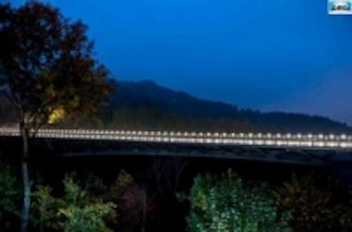Content Dam Leds En Ugc 2013 02 Saint Gervais Bridge Mont Blanc A Bridge Exclusively Illuminated By Lec Spotlights Incorporated Into Leftcolumn Article Thumbnailimage File