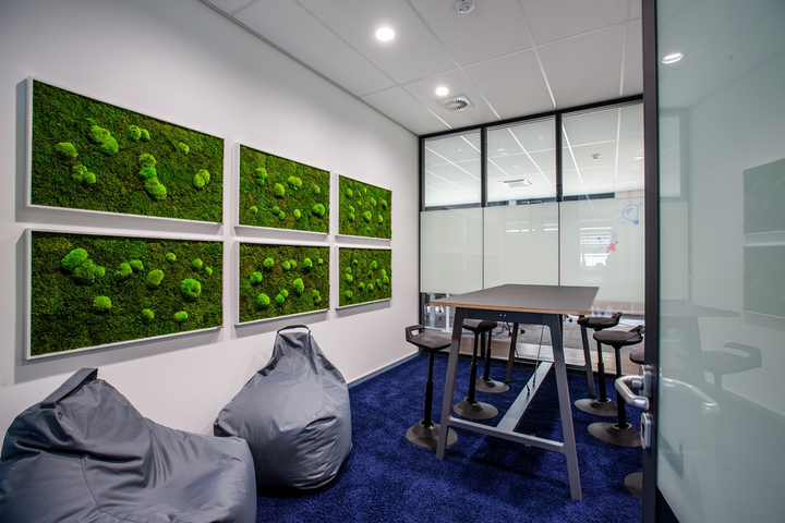 Does anyone actually sit in those bean bag chairs? Do people stop and stare out the long corridor window (see below)? The lights will know the answers. (Photo credits: Image courtesy of Signify.)